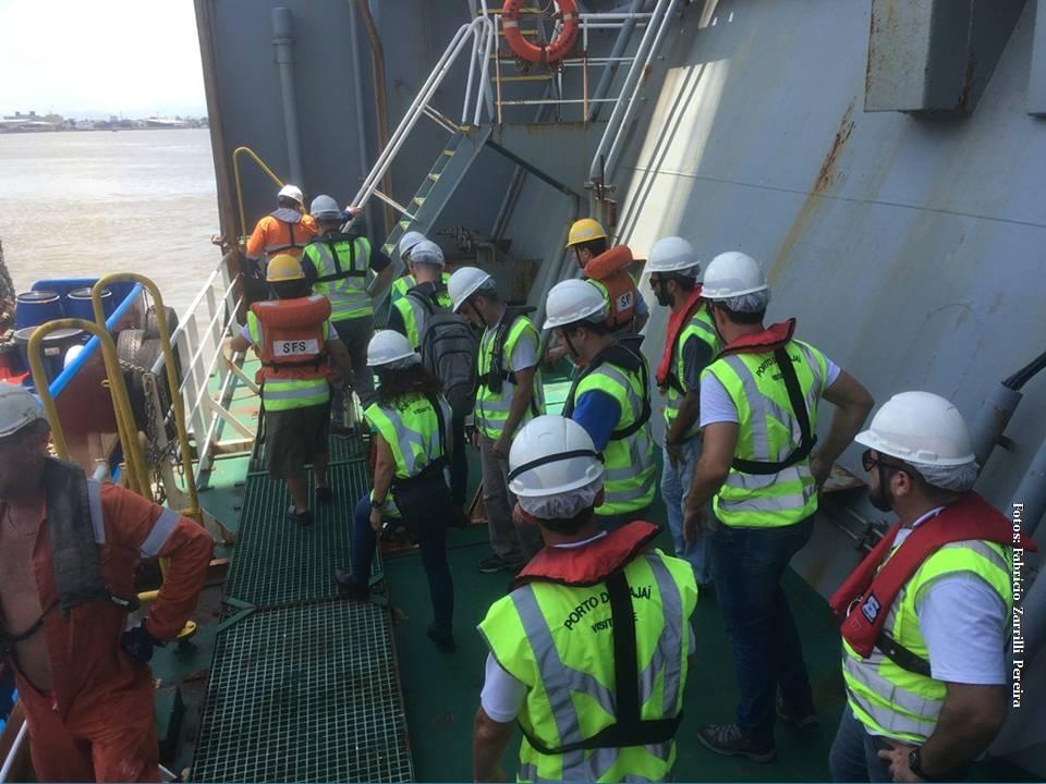 Na terça-feira (28) o Porto de Itajai,  realizou Na terça-feira (28)  uma visita de inspeção a draga Utrecht, da empresa Van Oord (Holanda),