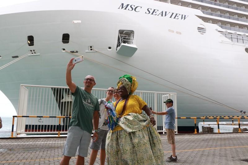 Maior navio de cruzeiro em operação no litoral brasileiro, o MSC Seaview atracou em Salvador na manhã de terça-feira/Ascom Setur