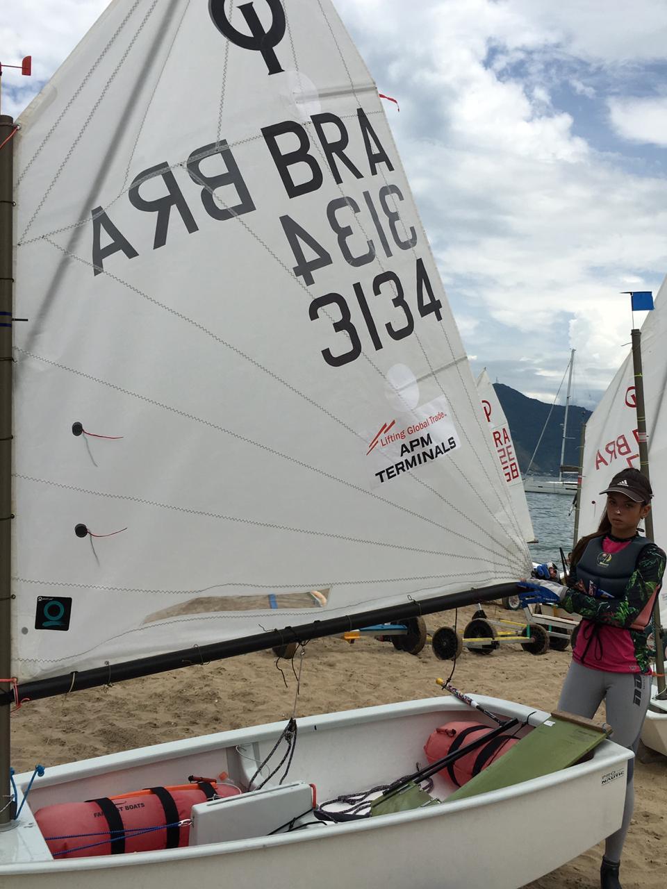 Brenda Furlin, velejadora mirim do Itajaí Sailing Team (IST), participa de 5 a 15 de janeiro, do 47° Campeonato Brasileiro de Optimist/ Foto: Arquivo Pessoal/Divulgação