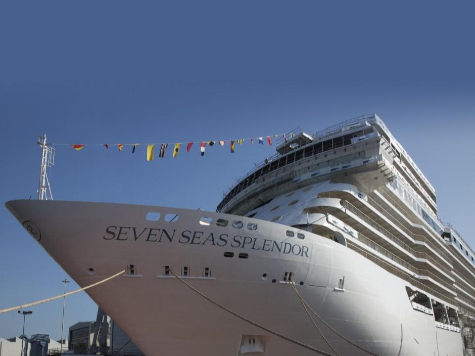 Com aproximadamente 55.000 toneladas e transportando apenas 750 convidados, o Seven Seas Splendor contará com uma das mais altas proporções de espaço e relação tripulantes/passageiros da indústria de cruzeiros/Divulgação
